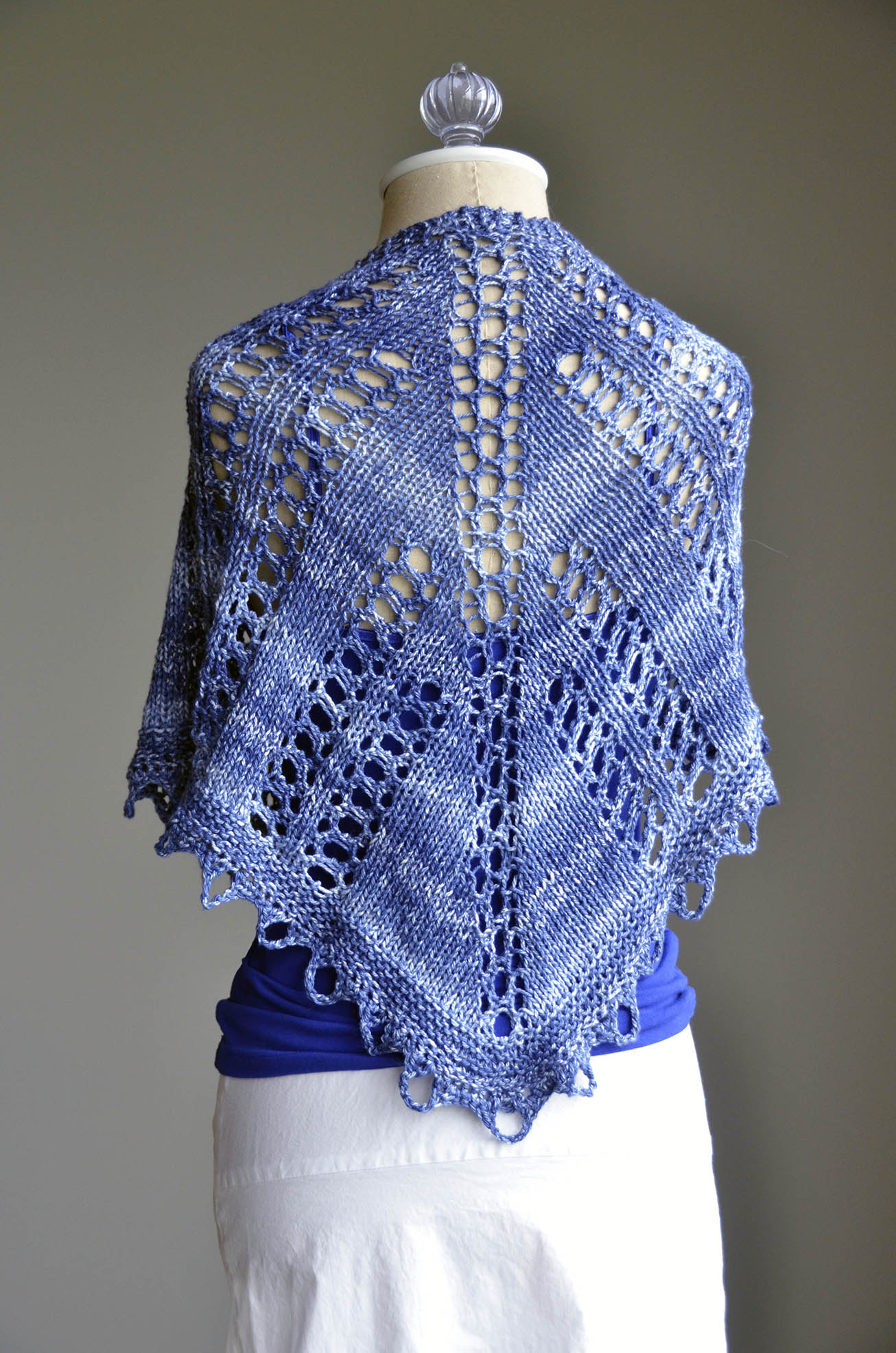 Blue Seaspray Shawlette final back_blog