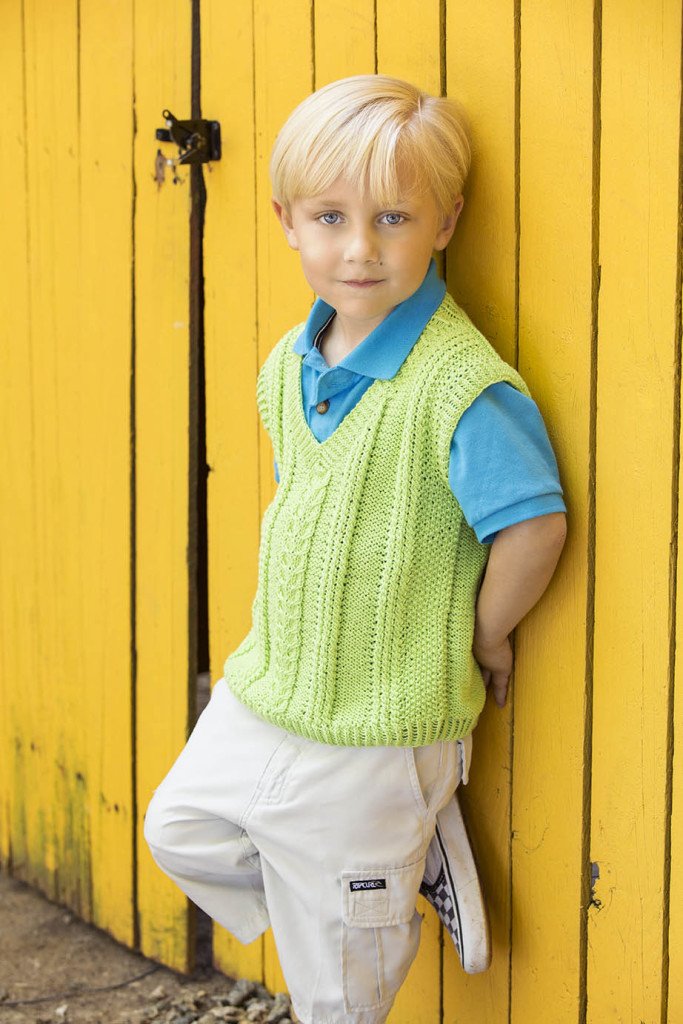 Horseshoes and Twists Too Vest in Bamboo Pop