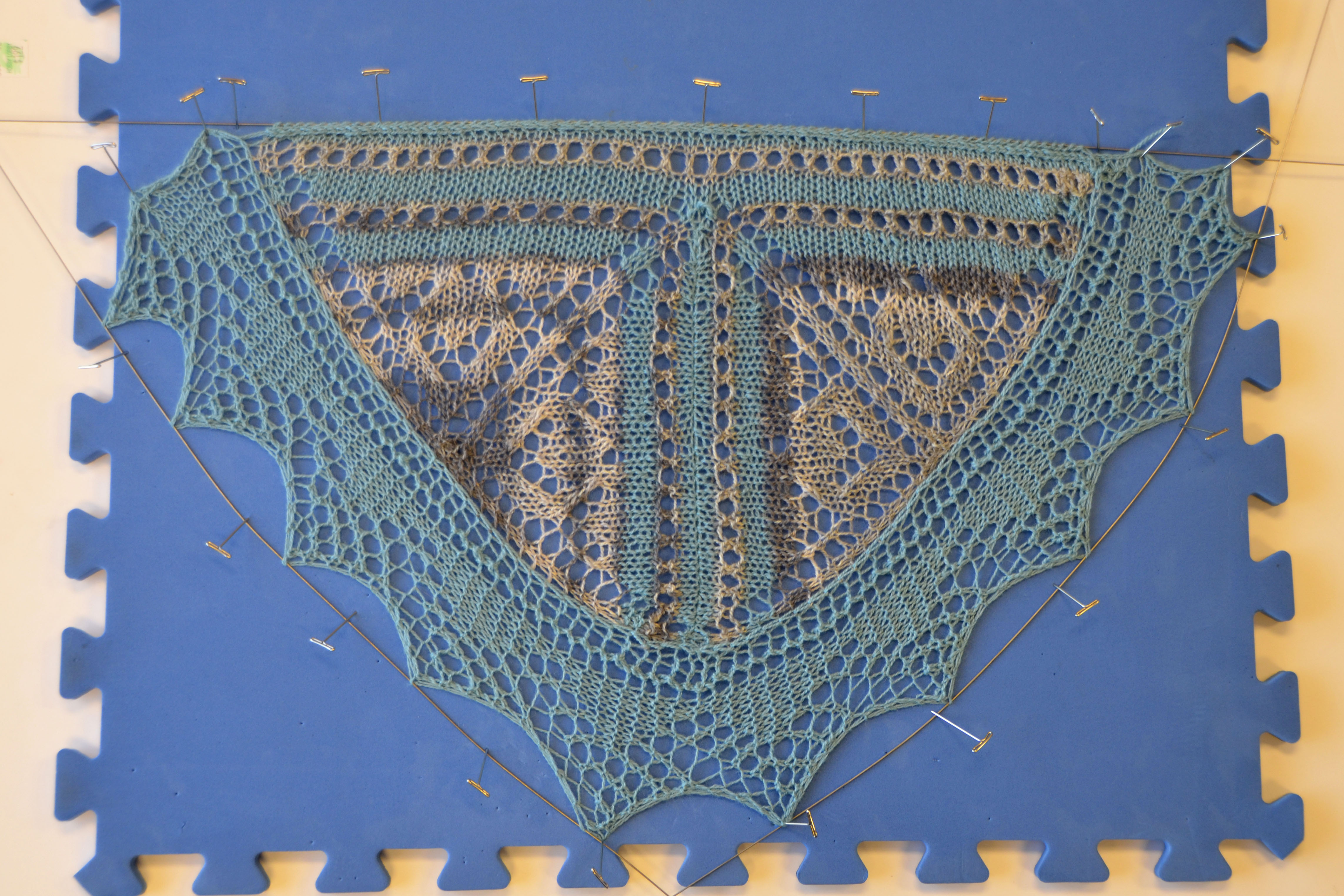 Bisected Shawl – Knit-on Edging | Universal Yarn Creative Network